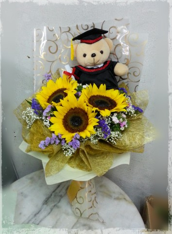 Graduation bouquet (sunflower & bear)